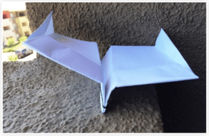 Easy but far flying paper airplanes